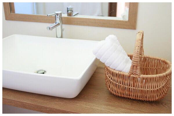 物であふれかえっている洗面所をすっきりと